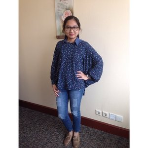 Fri to the day!  Fav sweater by @retailthrpy  #clozetteid #ootd #office #fashion #officeoutfit #tgif #clozzetedaily
