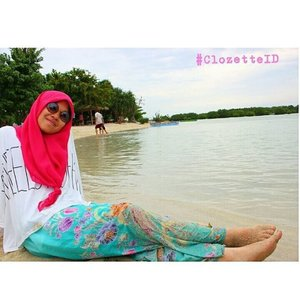 Black. Pink. White. Tosca. They are stilll okey on the beach.  #ClozetteID #GoDiscover #HitnRun #ootd #fashion #makeup #selfie #style #hijab #instafashion #indonesia
